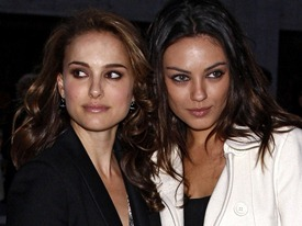 Nina (Portman) and Lily (Kunis) who do look a lot alike - at least enough so to make Nina's tenuous grasp on reality believable.
